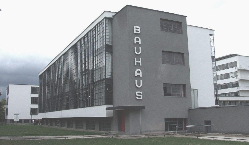 1280px-Bauhaus_Dessau-001 2